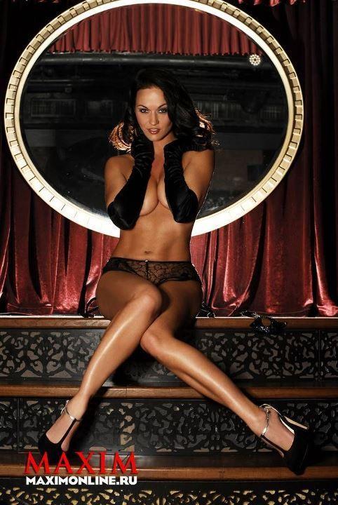 Мария Берсенева с голой грудью