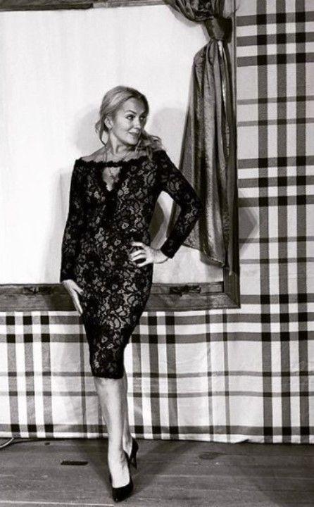 Мария Порошина в голом платье