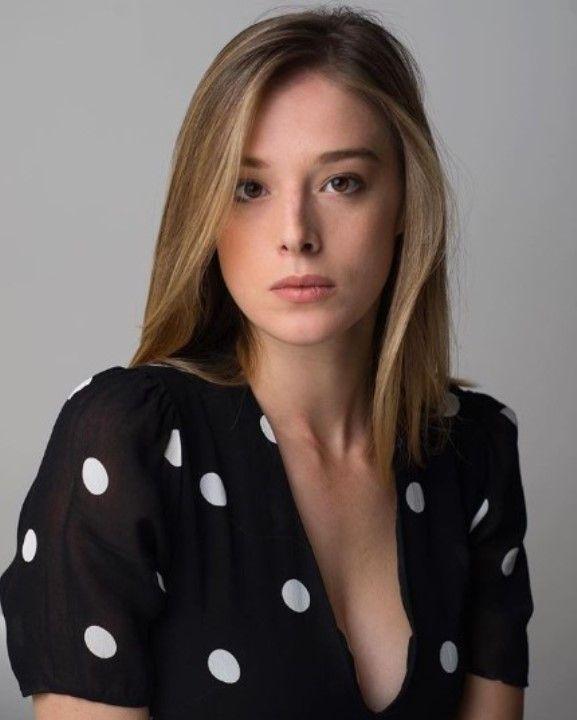 Милена Радулович с голой грудью