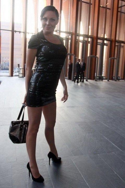 Наталья Бочкарева в мини платье