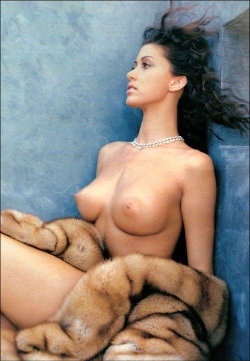 Шеннон Элизабет с голой грудью