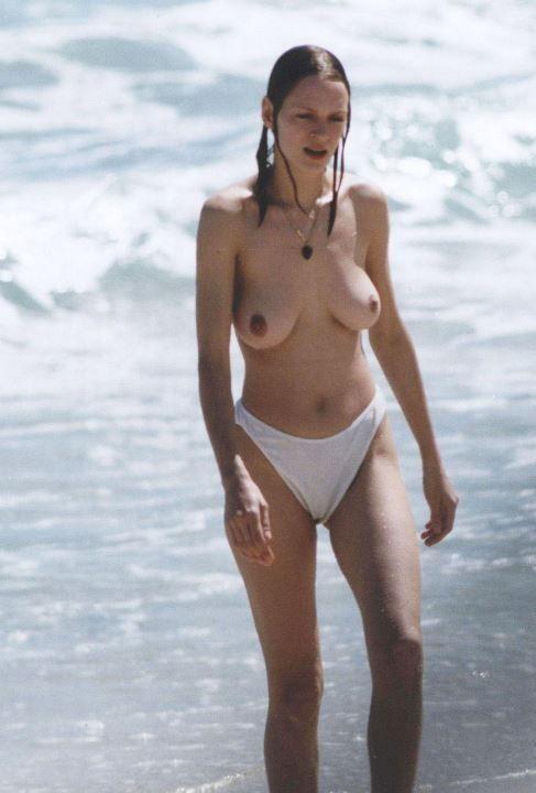 Ума Турман с голой грудью