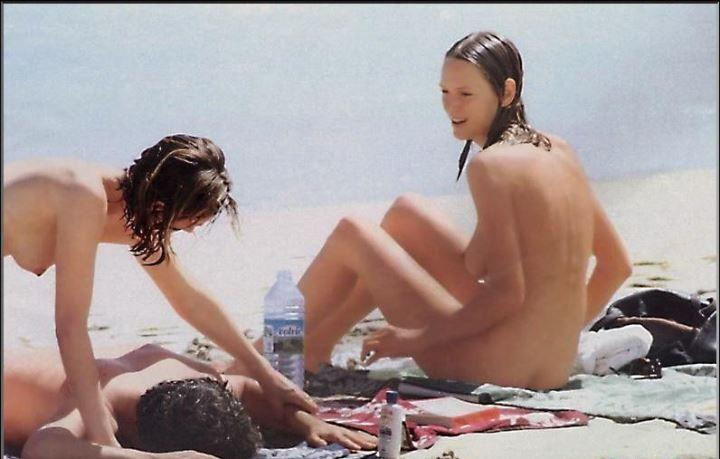 полностью голая Ума Турман на пляже
