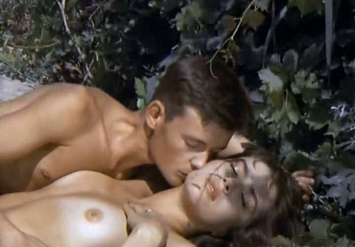 Вера Сотникова с голой грудью
