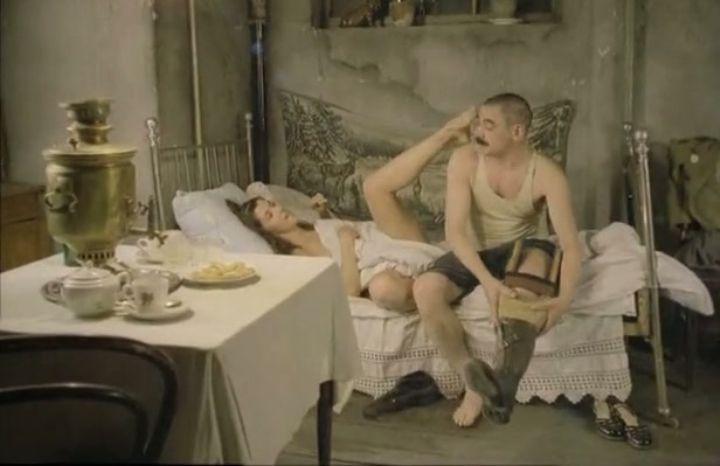 Вера Сотникова раздвигает ноги