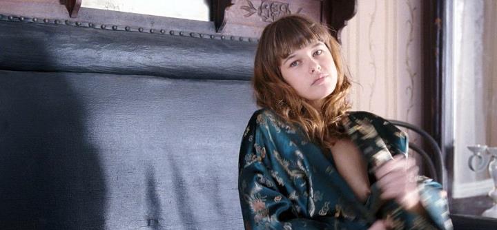 Екатерина Шпица засветила сосок