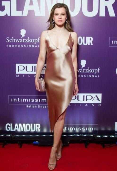 Екатерина Шпица в голом платье