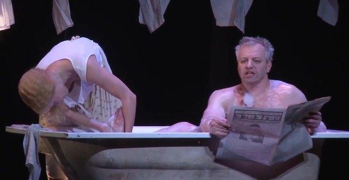 Алена Бабенко с голой грудью на сцене