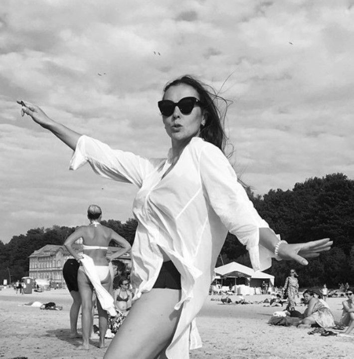 обнаженная Елена Панова на пляже