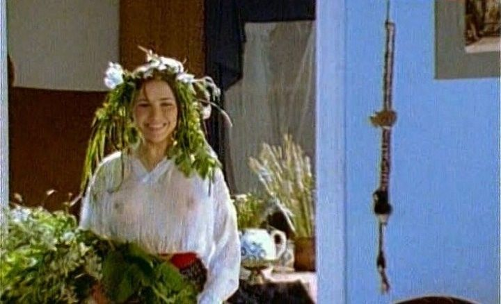 Елена Панова с голой грудью