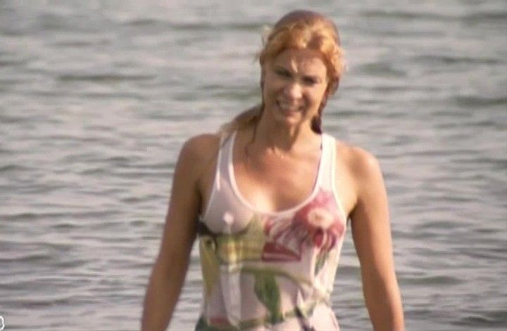 Олеся Судзиловская в мокрой майке без лифчика