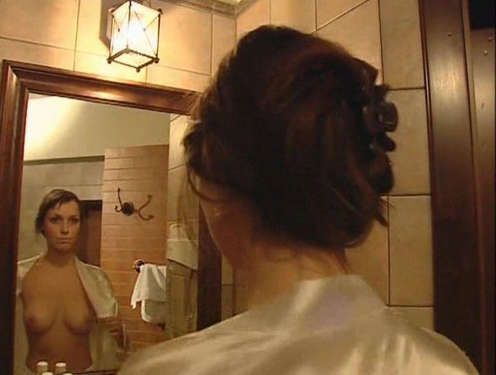 Светлана Антонова с голой грудью