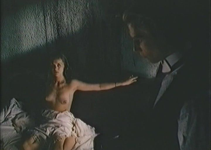 голая грудь Юлии Меньшовой