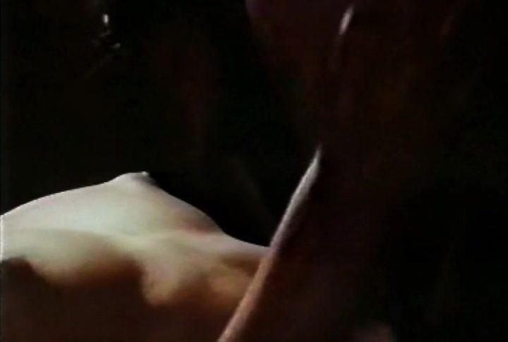 Алена Хмельницкая с голой грудью