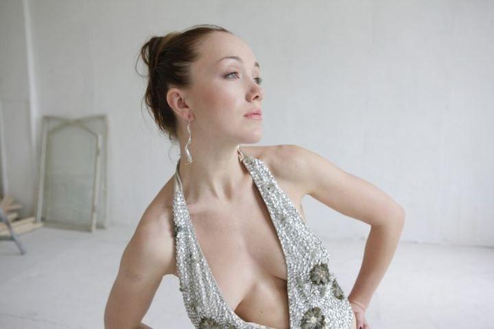 Дарья Мороз в голом платье без лифчика