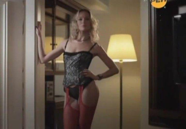 Екатерина Маликова в сексуальных чулках