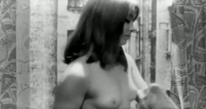голая грудь Маргариты Тереховой