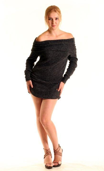 сексуальная Марина Сердешнюк в мини платье