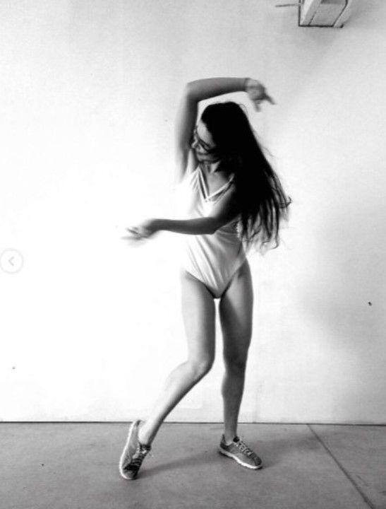 голые ноги Марины Сердешнюк