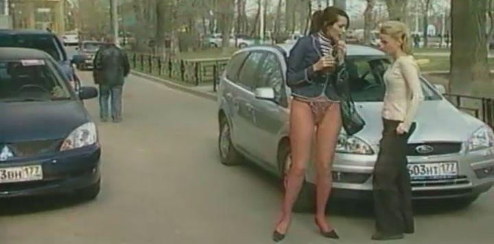 Анна Антонова в трусиках на улице
