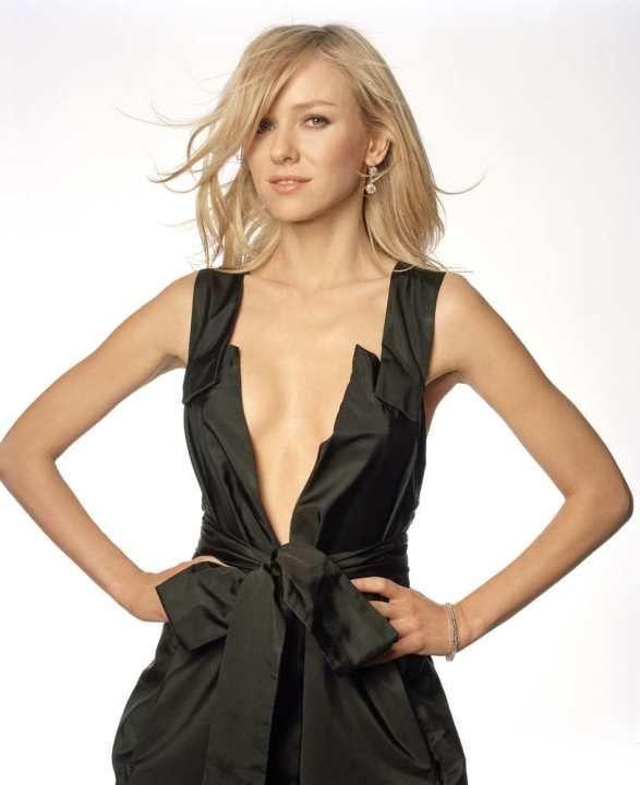 Наоми Уоттс в голом платье без лифчика