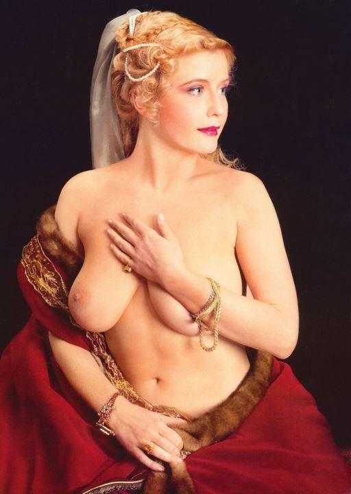 Татьяна Арно с голой грудью