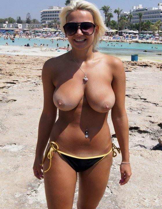 Татьяна Арно без бюстгальтера