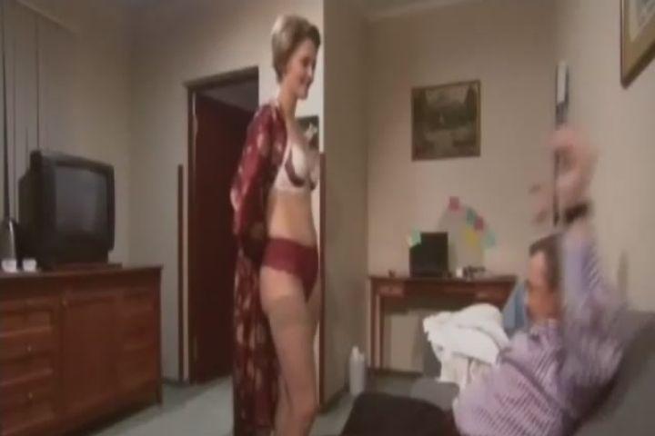 Виктория Фишер в белье и чулках