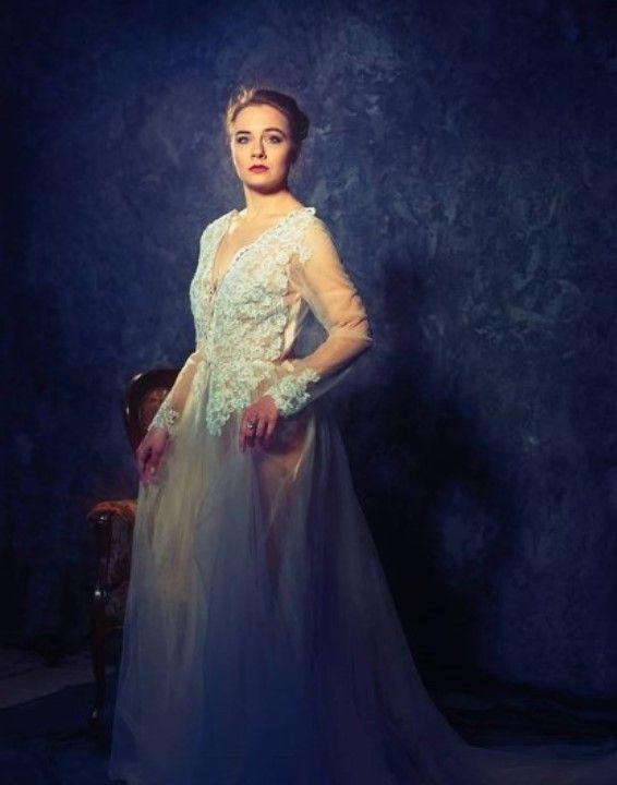 Яна Науменко в голом платье