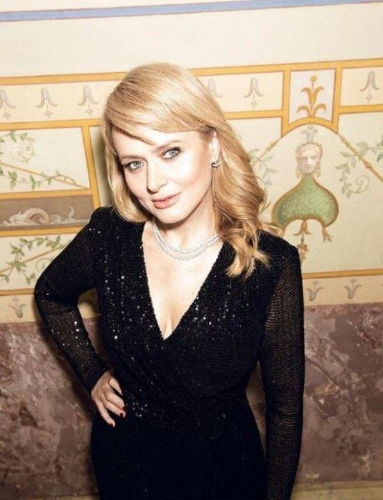 Анна Михалкова в голом платье