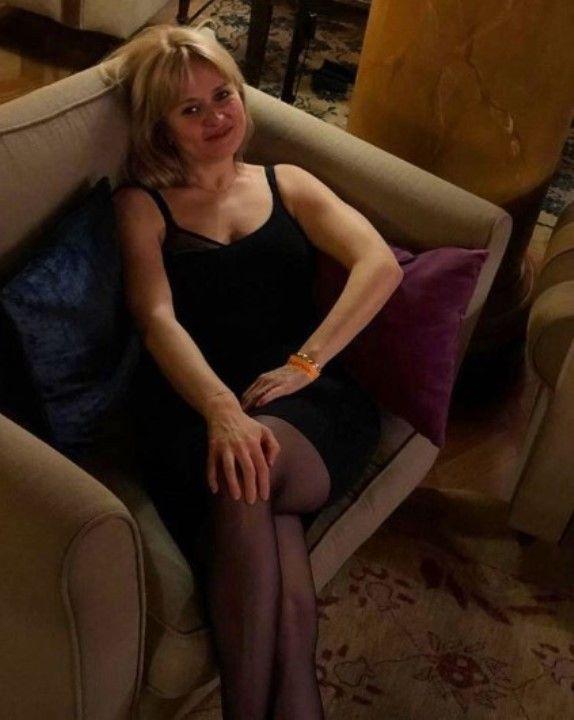 ножки в колготках Анны Михалковой