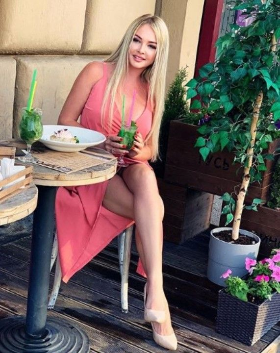 голые ножки и трусики Дарьи Пынзарь