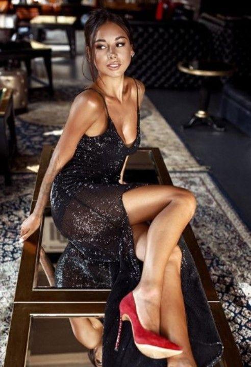 Диана Мелисон в голом платье