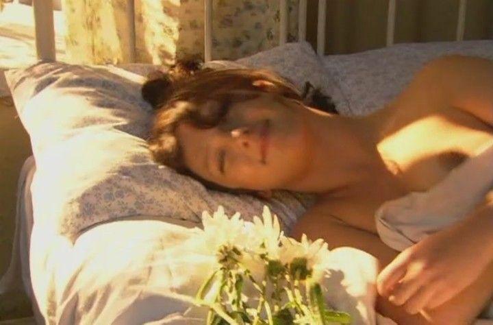 Елена Плаксина с голой грудью
