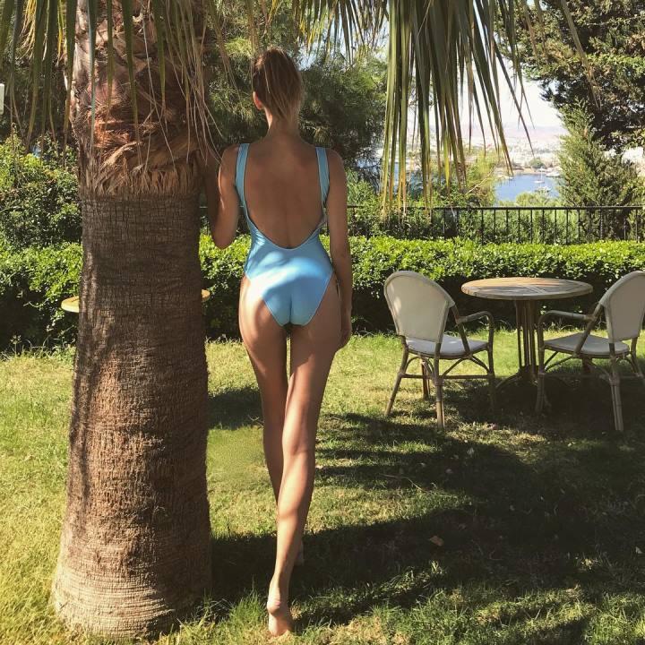 сексуальная попа Евгении Лоза в купальнике
