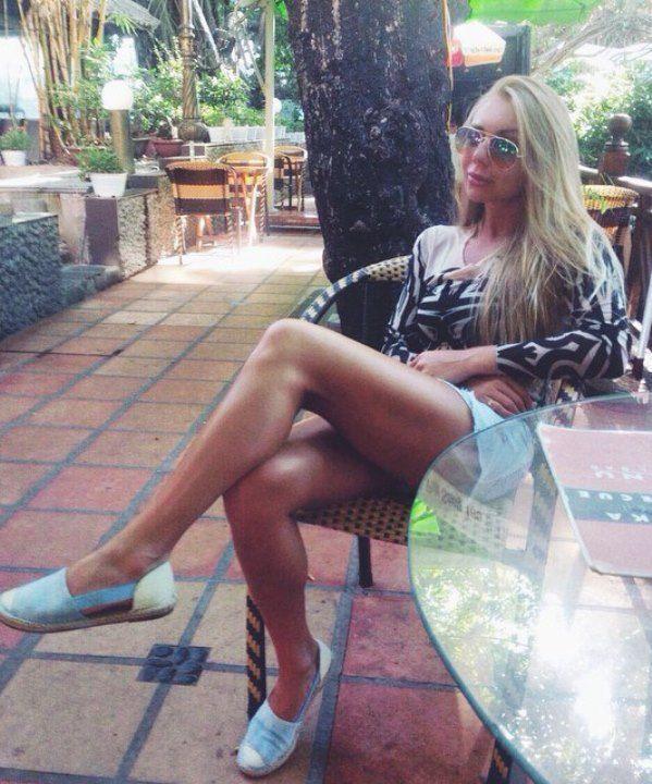 голые ножки Карины Кросс