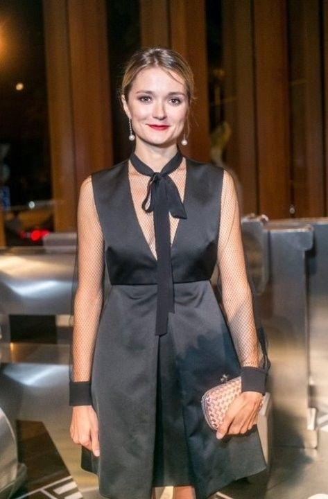 Надежда Михалкова в откровенным платье