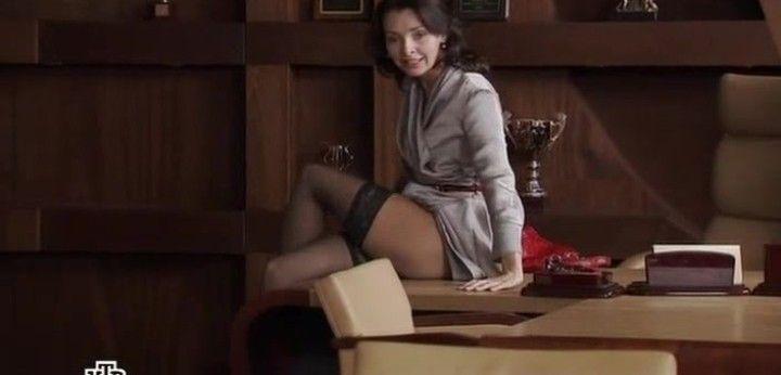 Наталия Антонова засветила голые ляжки и чулки