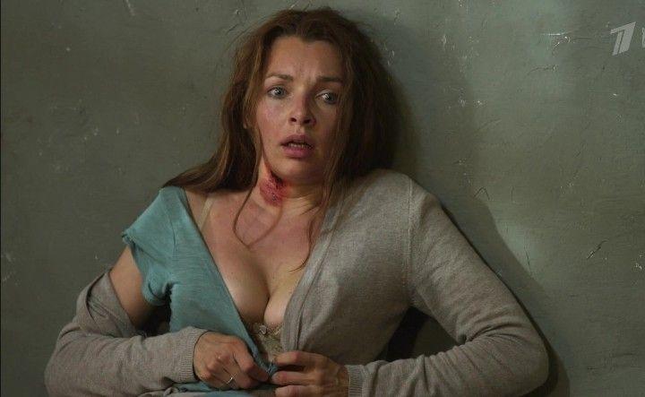 большая грудь Наталии Антоновой в лифчике