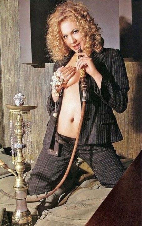 Анна Горшкова с голой грудью