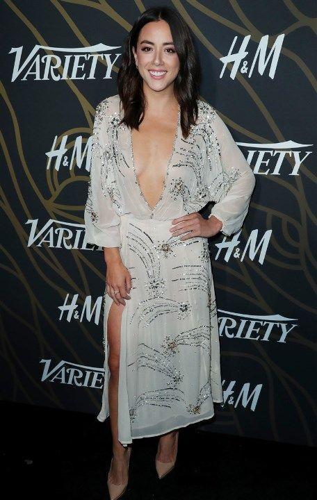 Хлоя Беннет в голом платье