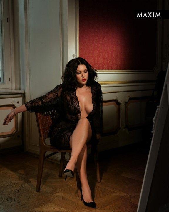 Ирина Дубцова с голой грудью