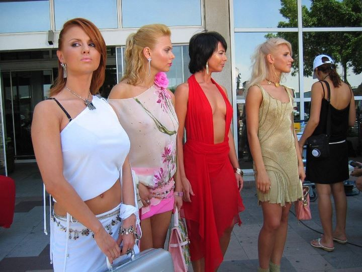 Ксения Новикова в голом платье