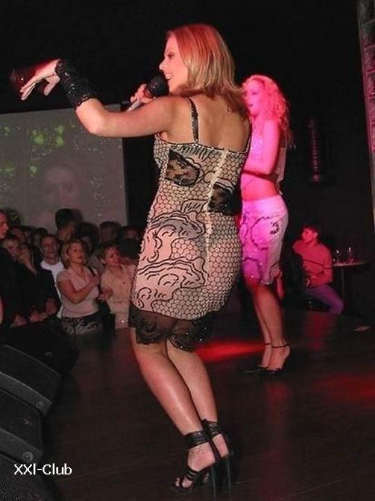 Ксения Новикова в голом платье засветила стринги