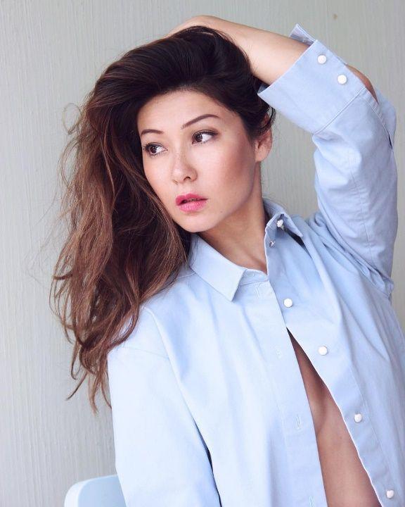 Марина Ким с голой грудью
