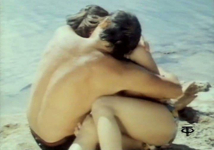 страстный поцелуй с голой Натальей Варлей