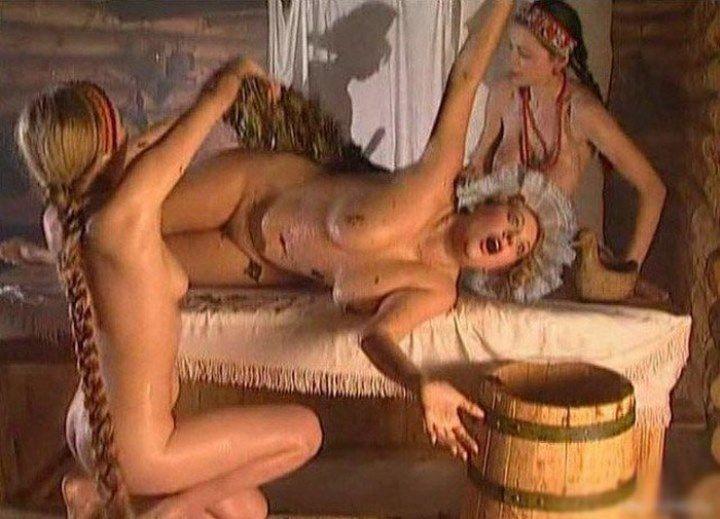 голую Оксану Сташенко жарят в бане