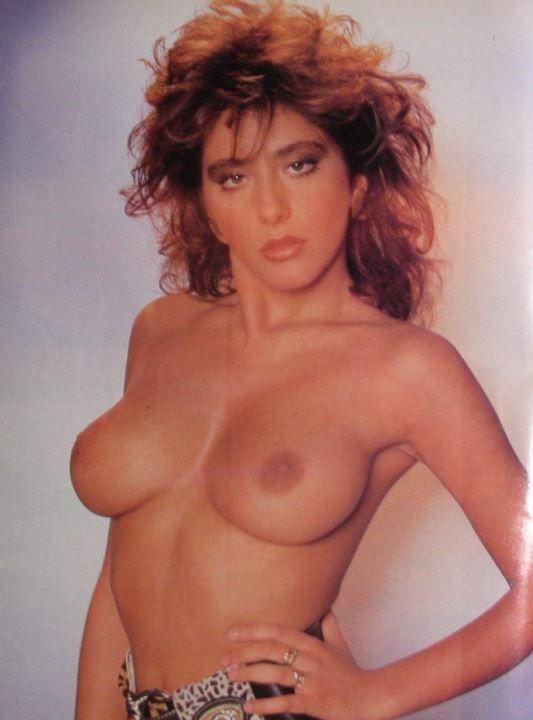Сабрина Салерно с голой грудью