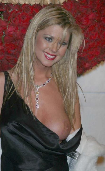 Tara reid red nude — pic 13