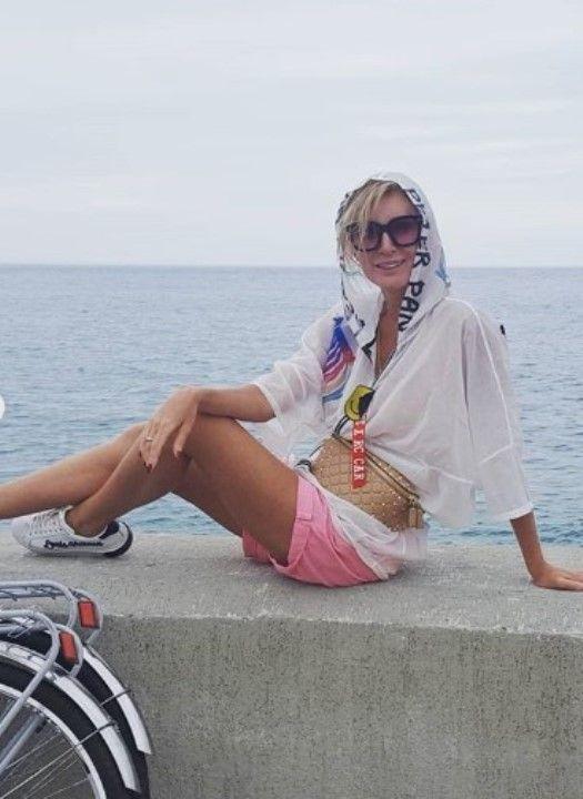 голые ноги Вики Цыгановой